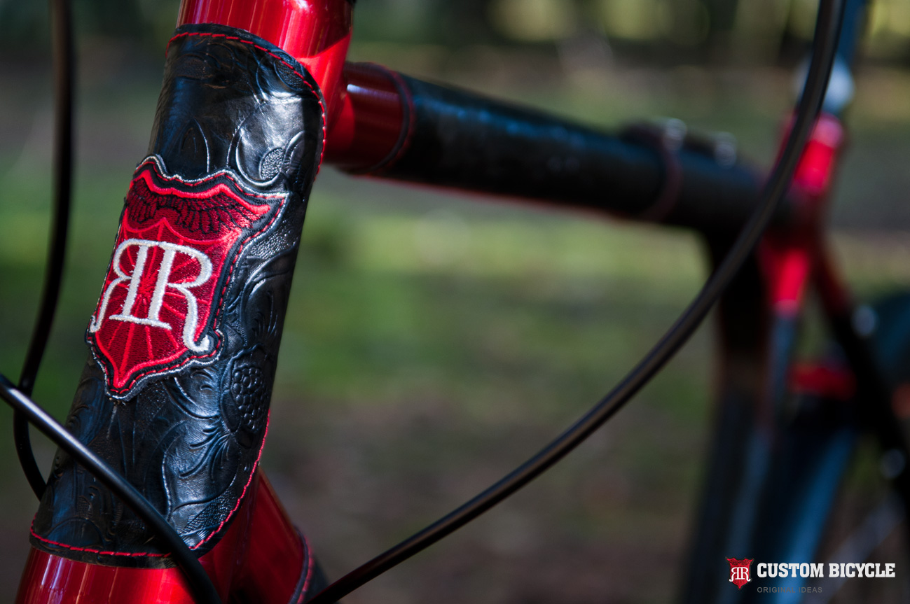 6061 Aluminium Alloy. The bikes frame has been painted red. Covered with a resistant car polish and natural, black ornamental leather.