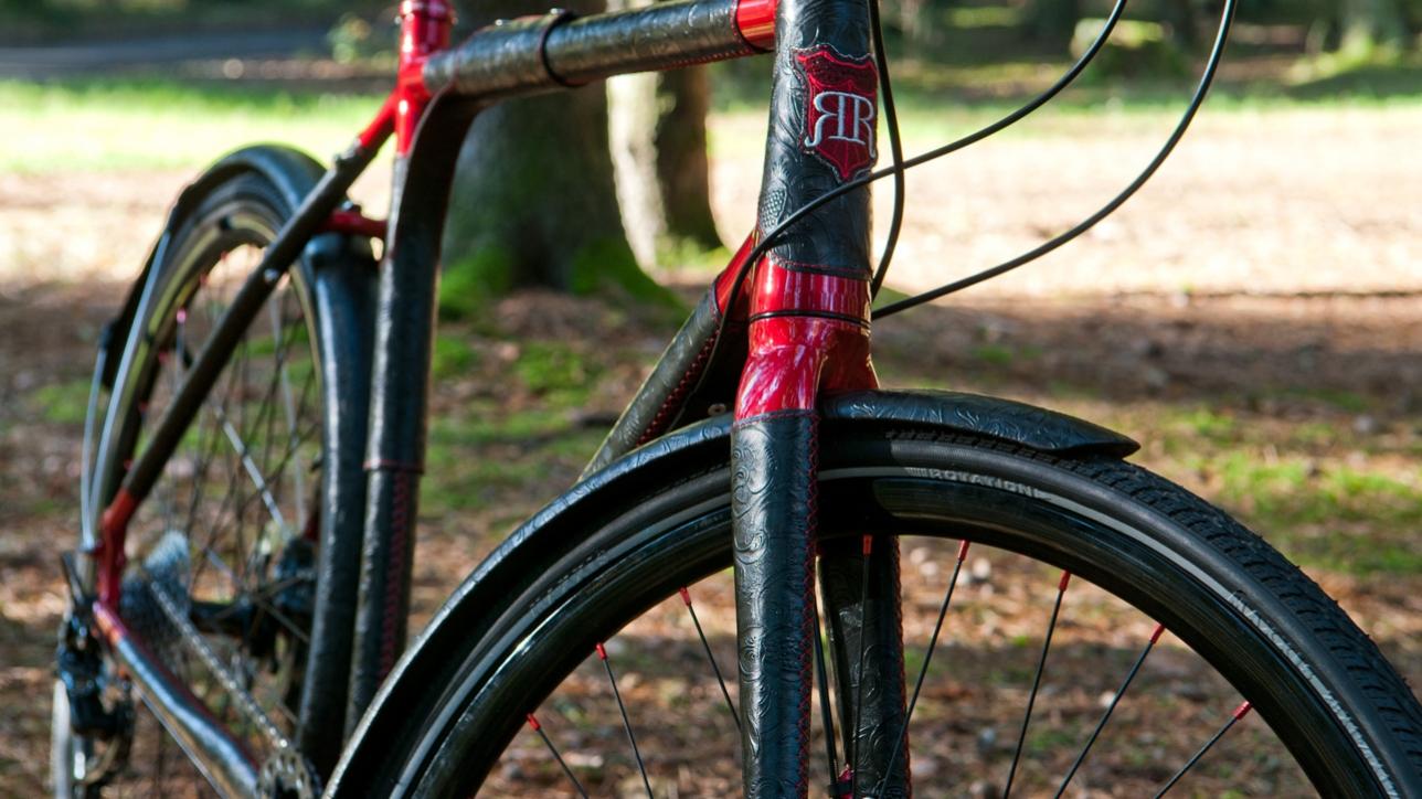 Full view - Custom bicycle - Black & Red