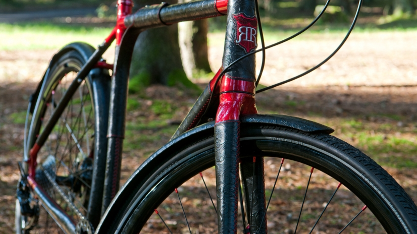 Full view - Custom bicycle - Black & Red